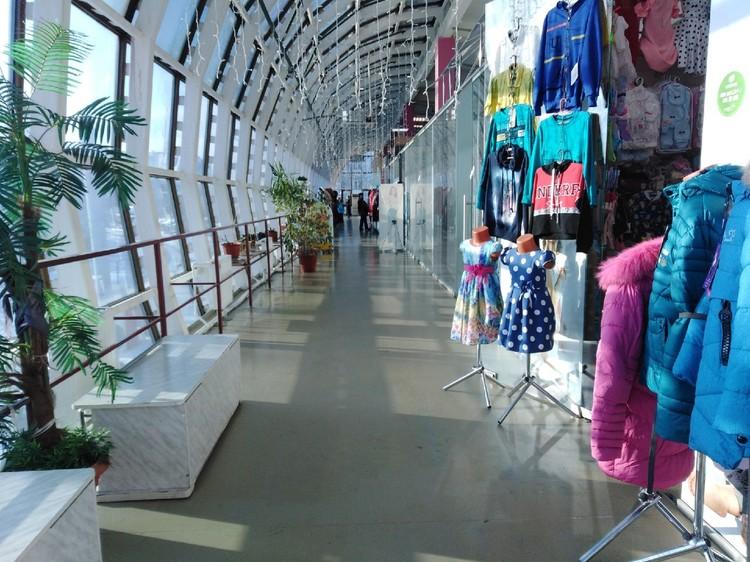 На рынках одежды пока достаточно товаров Фото: Лада Иванова
