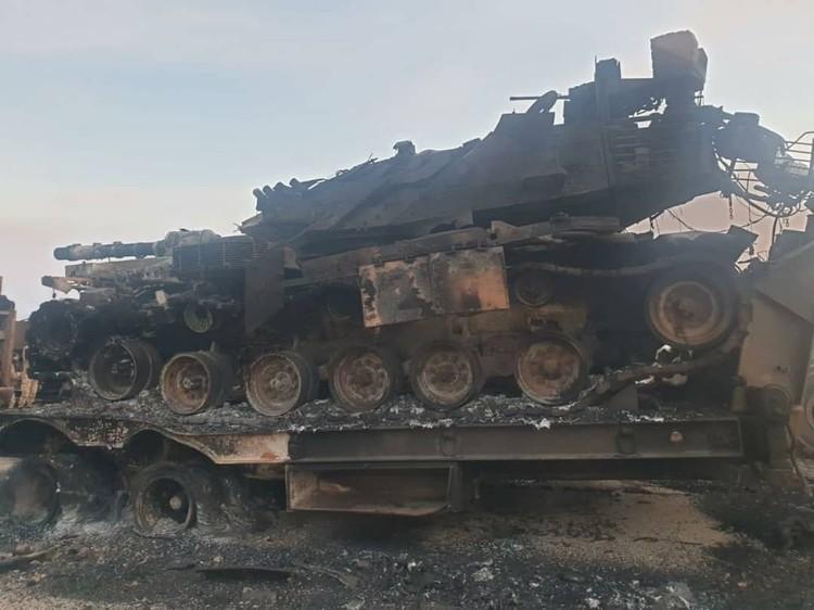 Турецкий танк, уничтоженный сирийцами 3 февраля под Саракибом, Идлиб.