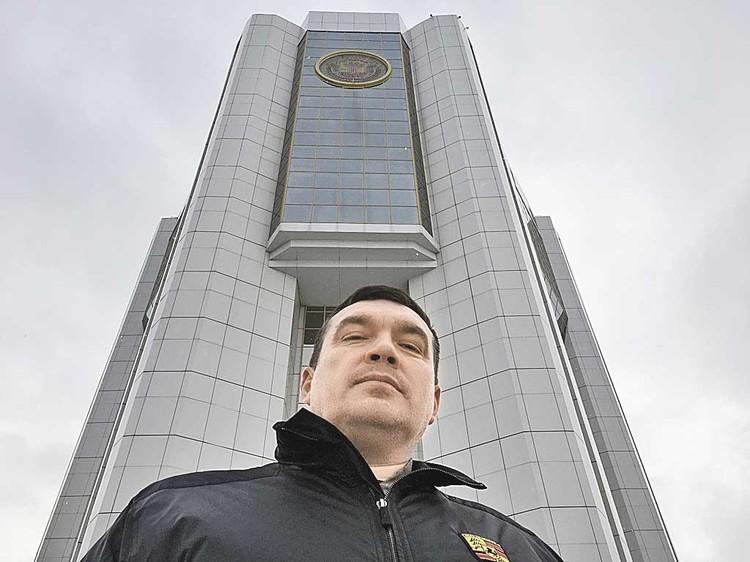 По версии следствия, прораб Борис Портнов проник в здание администрации и самочинно построил сауну губернатору...