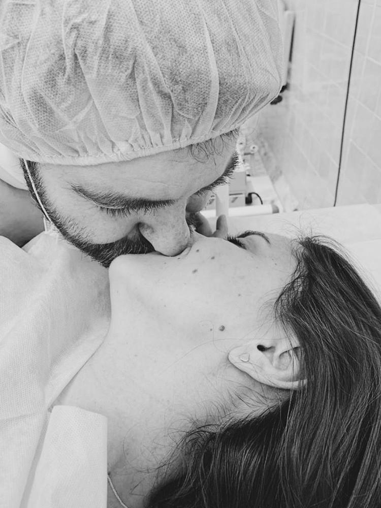 Марина Ментусова опубликовала трогательные фотографии из роддома.