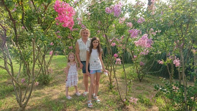 Марина Львовна с внучками.