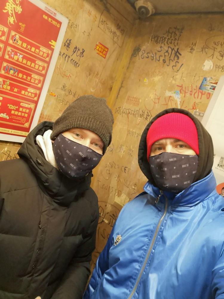 Уезжали музыканты, когда в Китае все ходили в масках. Фото: Личный архив