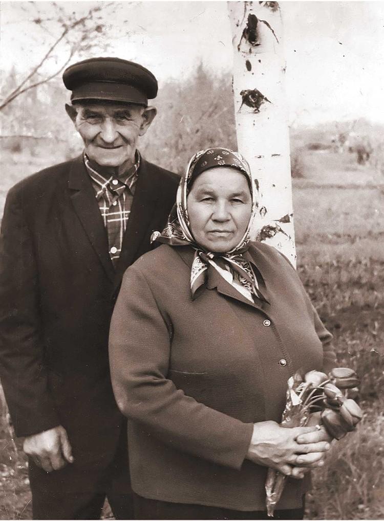 Михаил Семенович и Татьяна Павловна Песковы - родители легендарного журналиста. Публикуется впервые.