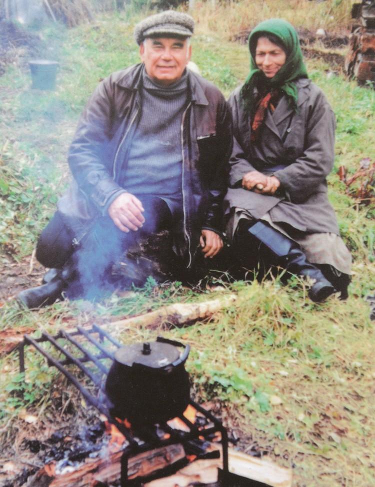 Василий Песков и Агафья Лыкова. Фото: Личный архив В. М. Пескова