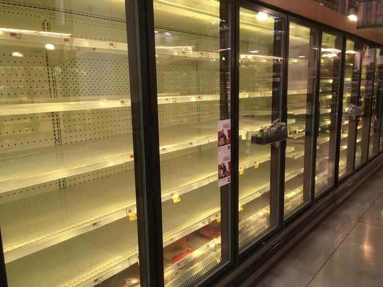 Пустые холодильники для замороженных мясных полуфабрикатов.