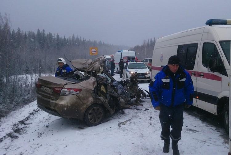 На трассе под Первоуральском погибли три человека. Фото: ГУ МЧС по Свердловской области