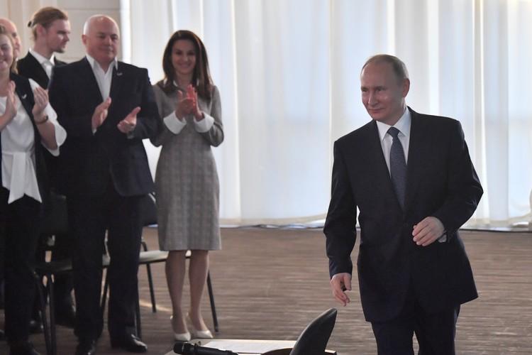 Президент прилетел в Крым на встречу с общественностью полуострова