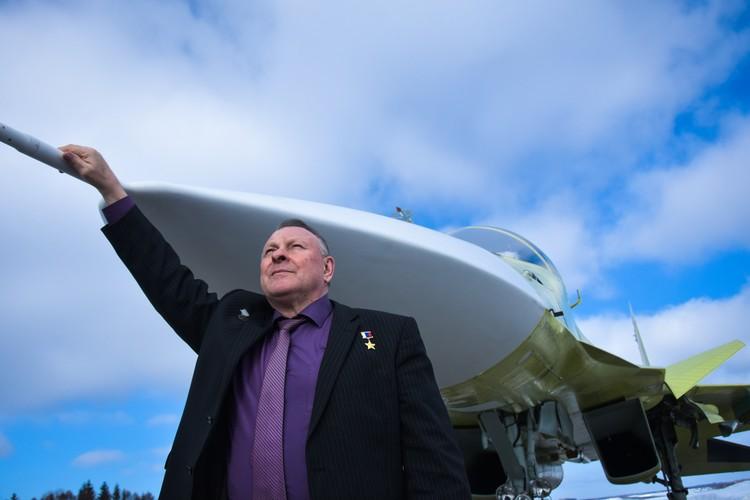 Перегрузки у пилотов сверхзвуковых самолетов сравнимы с тем, что испытывают космонавты.