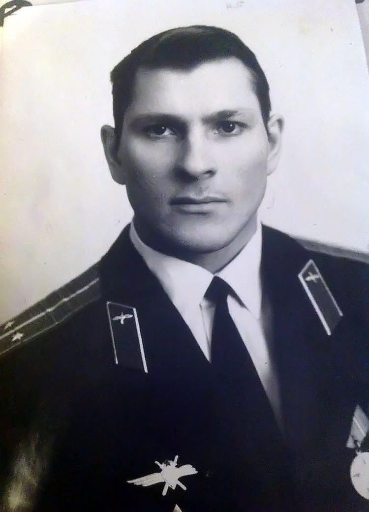 До 1998 года Валерий служил в ВВС, уволился из армии в звании полковника. Из архива Валерия Поташова
