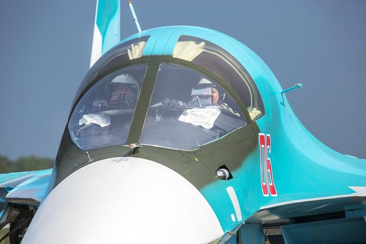 Летчики-испытатели помогают дорабатывать самолет, иногда ценой собственной жизни. Из архива Валерия Поташова.