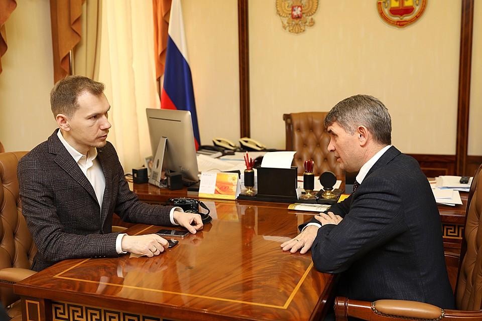 Журналист КП Эдвард Чесноков (слева) и врио главы Чувашии Олег Николаев Фото: Эдвард ЧЕСНОКОВ