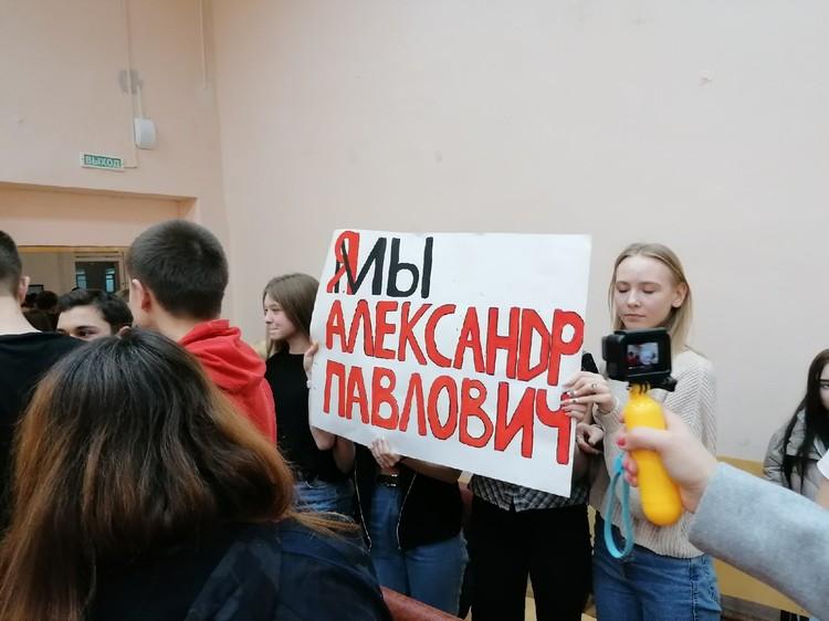 Дети пришли с плакатами