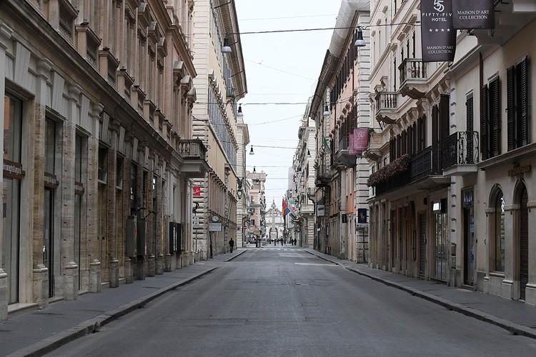 У нас нет необходимости по примеру зарубежных стран вводить комендантский час и жестко ограничивать людей в хождении по улицам