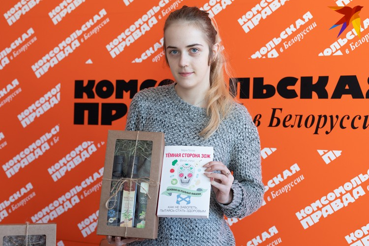 Дочь Елены Яроцкой, Маргарита, уже получила свои призы в пресс-центре Комсомолки.