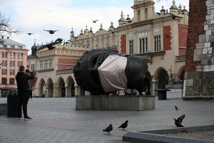 Сейчас в Польше — суровые карантинные меры из-за пандемии коронавируса.
