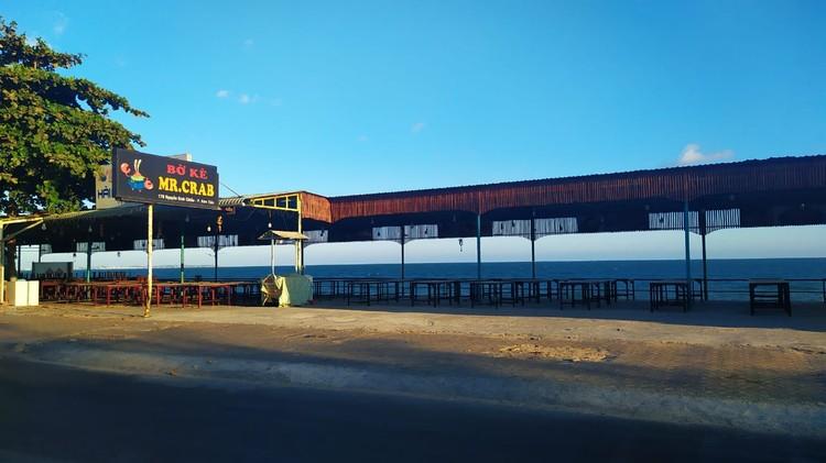 Пляжные кафе официально закрыты. Фото: Александр ОРЛОВ.