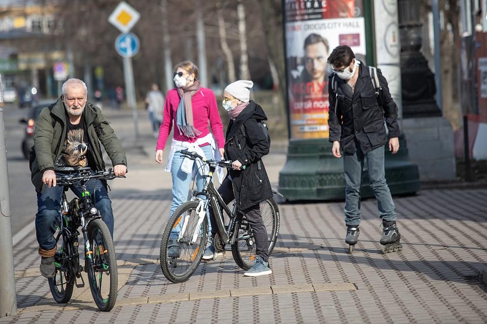 Отправляются на велопрогулки. Фото: Андрей АБРАМОВ