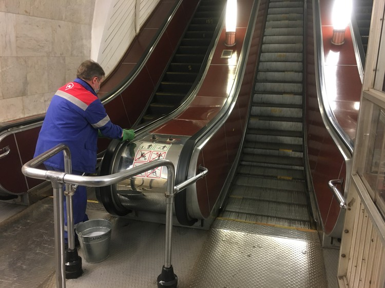 Санобработка на станции метро «Третьяковская».