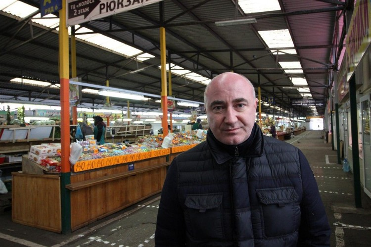 Директор рынка Сергей Званок.