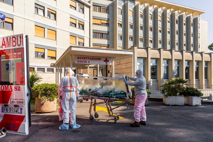 Получить достоверные данные о том, что происходит в наиболее затронутых эпидемией вируса местах, нелегко.