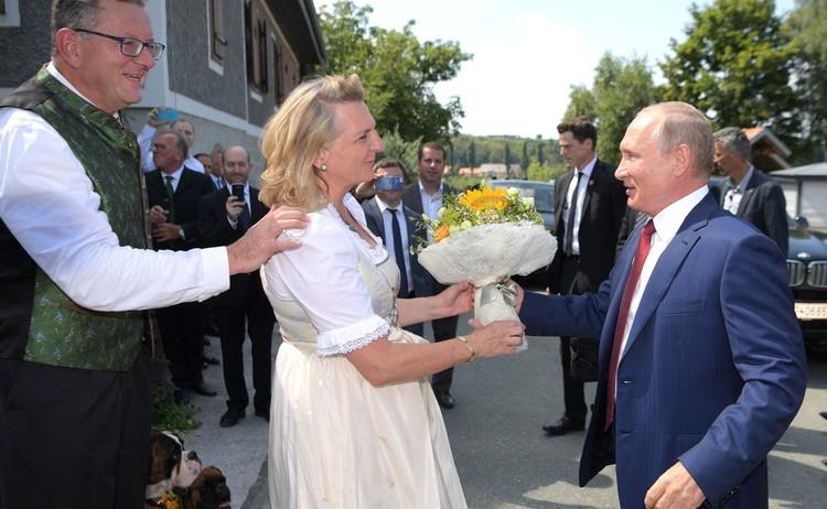 Владимир Путин на свадьбе экс-министра иностранных дел Австрии, 2018 год.