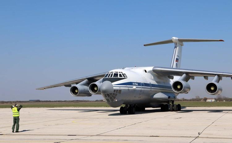 Всего в Сербию прилетели 87 военнослужащих и 16 единиц военной техники.