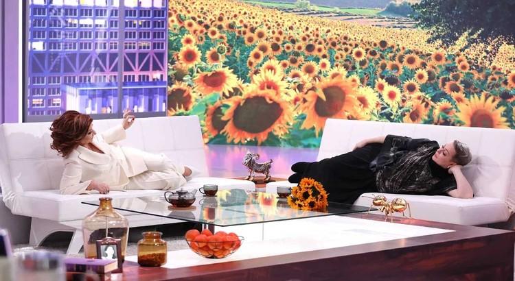 Мария Аронова заглянет в гости к Степаненко - женщины поваляются на диване и поболтают по душам. Фото: Канал «Россия».