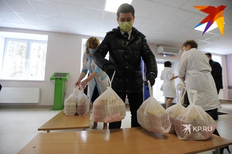 Свердловские врачи продолжают работать в усиленном режиме