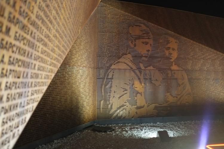 На Ржевском мемориале включили ночную подсветку Фото: vk.com/Андрей Корбцов