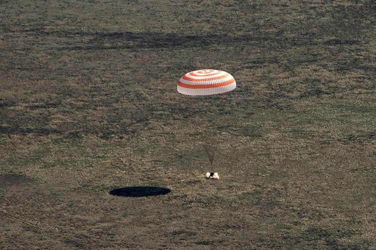 Спуск на Землю международного экипажа корабля «Союз МС-15».