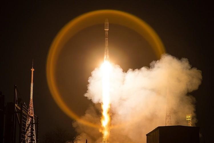 Пуск корабля «Союз 2.1б» с 33 спутниками OneWeb на борту 21 марта 2020 года.