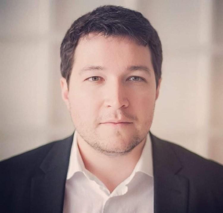 Иммунолог, эксперт по исследованиям, разработке и регистрации лекарственных средств, кандидат медицинских наук Николай Крючков.