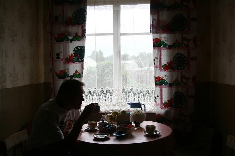 Чай свой еще не выращивает, а вот ягоды, чтобы пить чай с вареньем, - уже давно. ФОТО: Андрей ФЕДЕЧКО