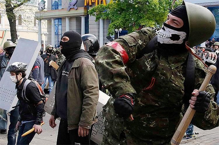 Майдан серьезно всколыхнул всю страну, было много одесситов, которые участвовали в уличных беспорядках в Киеве, там уже набрались идеологии