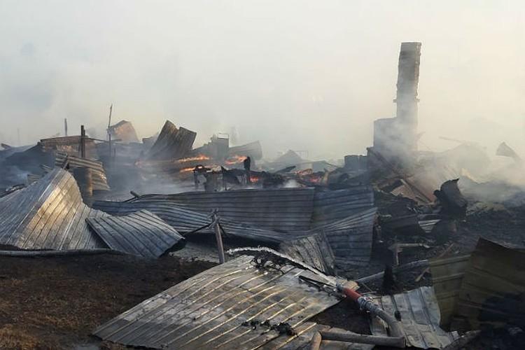 Так выглядела улица после пожара. Фото: ГУ МЧС России по Иркутской области