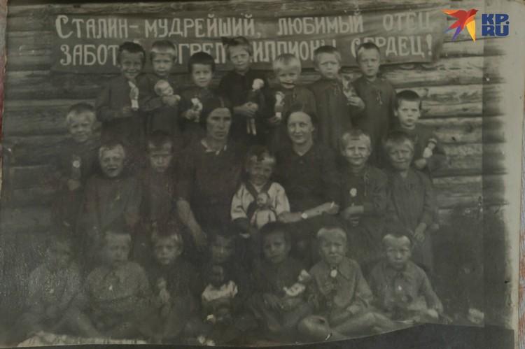 Детский дом в Сибири, 1945 год. Фото: Из семейного архива. Пересъемка: Олег ЗОЛОТО