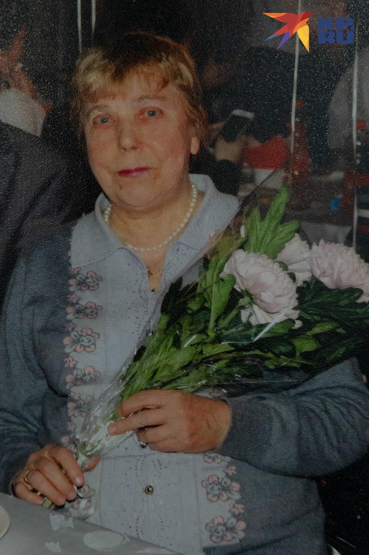 Регина Романовна сейчас. Фото: Из семейного архива. Пересъемка: Олег ЗОЛОТО