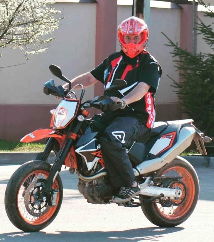 Сергей Доренко был заядлым мотоциклистом.