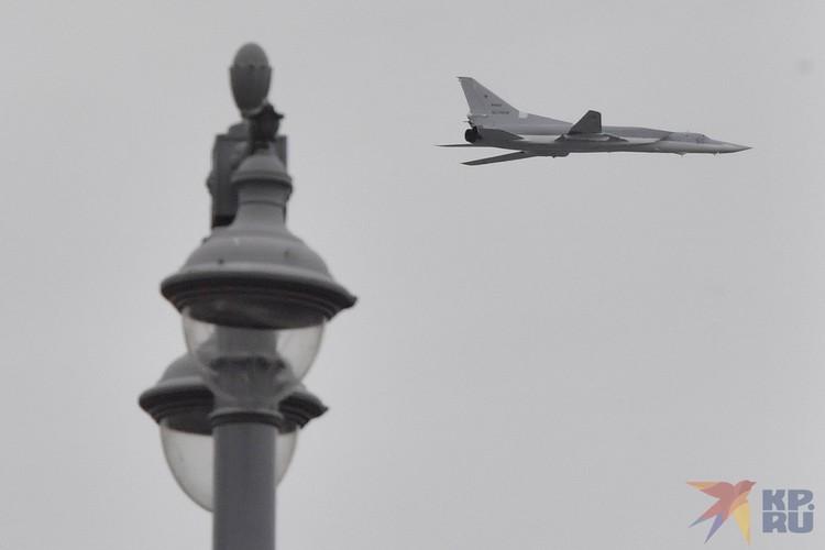 Авиационную часть парада ждали москвичи, все россияне, весь мир. И 9 мая над Красной площадью пролетели 75 боевых самолетов и вертолетов.