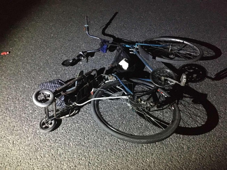 Велосипедиста увезли в больницу, однако тот скончался по дороге туда.