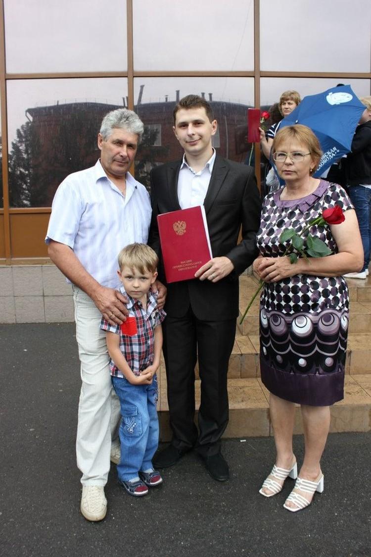 Парень окончил физкультурный университет. Фото: личный архив.