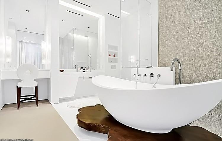 В квартире две ванных комнаты.