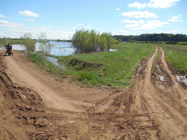 Фото: Сергей Макаров. Дорога в Нечкино в начале потопа