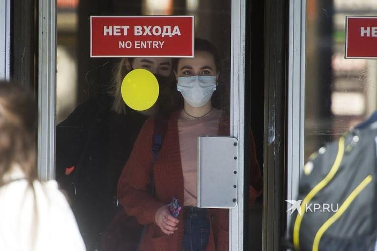 По возможности в общественных местах сейчас лучше ходить в маске.