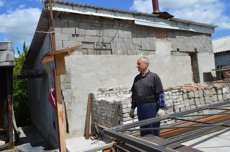 Несмотря на войну, местные жители строят дома