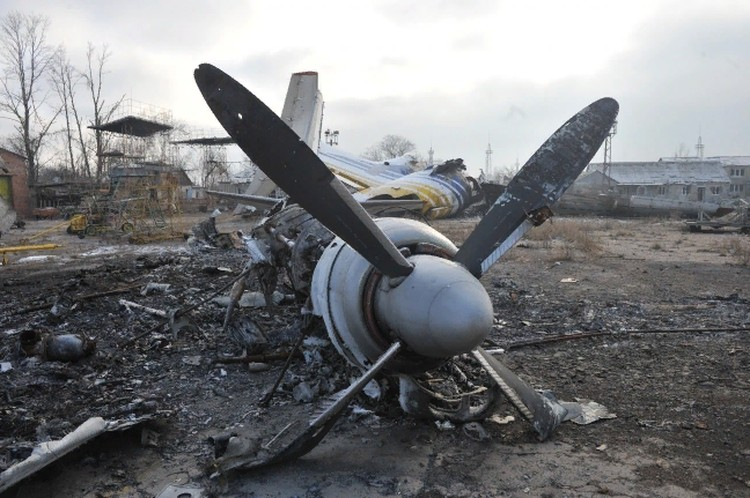 Донецкий аэропорт превратился в руины