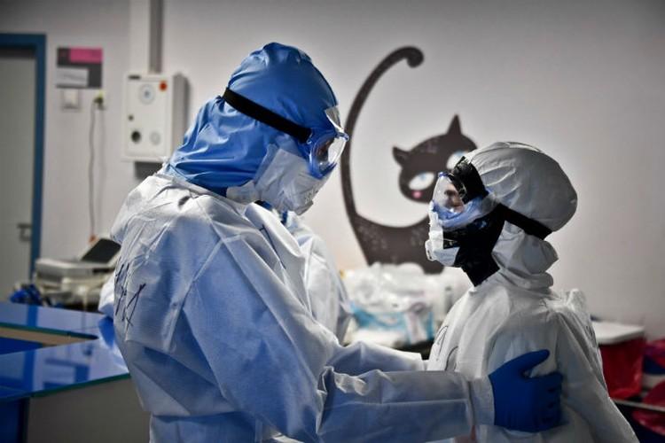 Что делать, если поднялась температура и вы подозреваете у себя коронавирус.