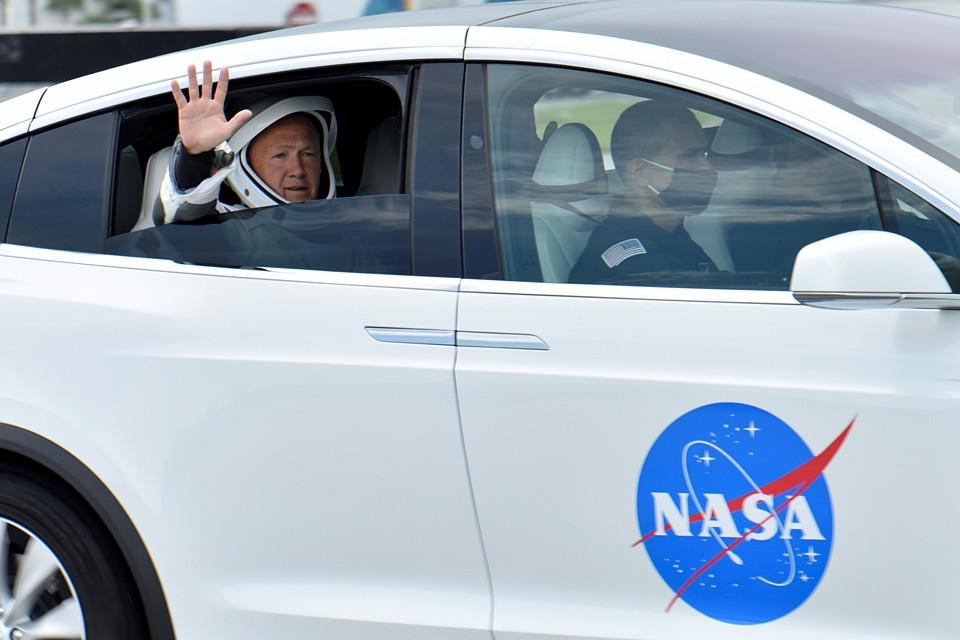 Людям эпохи развитых соцсетей не нужна истина, нужен хайп. И в этом смысле первый полет пилотируемого корабля SpaceX был организован в лучших традициях телевизионных шоу Фото: REUTERS
