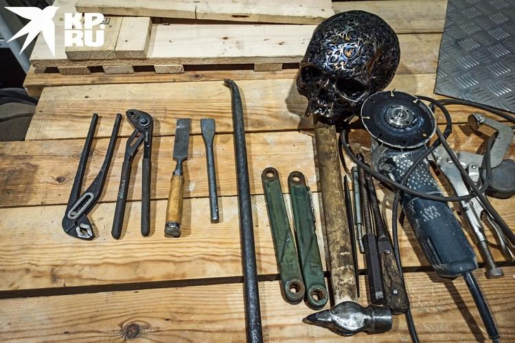 Инструменты мастера для работы.