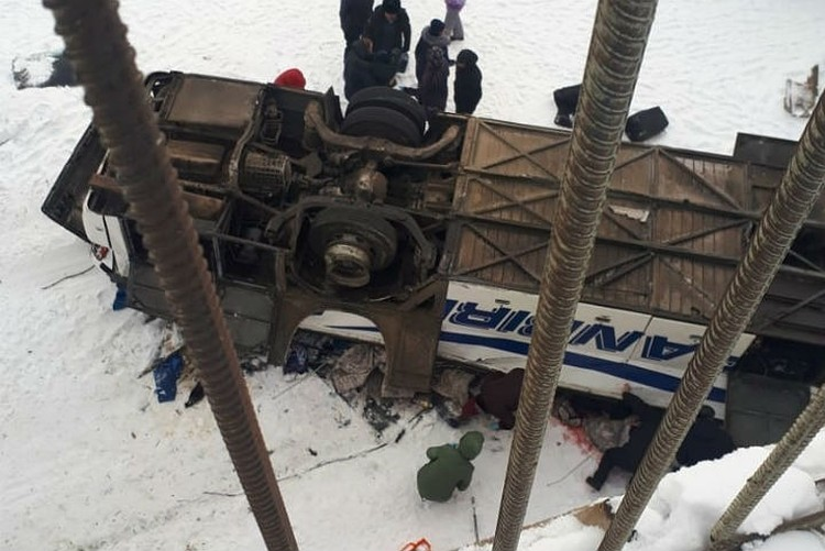 Автобус смяло, как консервную банку. Фото: правительство Забайкалья.